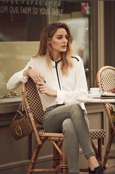 Olivia Palermo vaquero verde claro camisa blanca mocasín