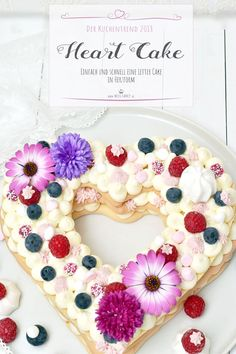 Kuchentrend 2018 – Letter Cake in Herzform You can see them everywhere – Letter Cake or Number Cake are the cake trend for the year I baked a Heart Cake for Mother's Day, how easy it is, I'll show you here! Birthday Cakes For Men, Cake Trends 2018, Cake Lettering, Heart Cakes, Number Cakes, Salty Cake, Cupcakes, Holiday Cakes, Easy Cake Recipes