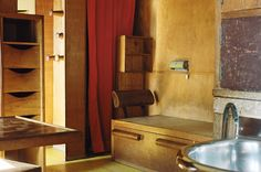 A-Look-Inside-Le-Cabanon-by-Le-Corbusier-2.jpg 620×410 pikseliä