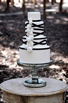 Beautiful Cake Pictures: Tiered Cake with Black Ribbons & Pom Poms - Black & White Cakes, Cakes with Ribbons, Wedding Cakes - Black White Cakes, Black And White Wedding Cake, White Wedding Cakes, White Weddings, Cake Wedding, Gold Wedding, Wedding Sweets, Black Bride, Wedding Cupcakes