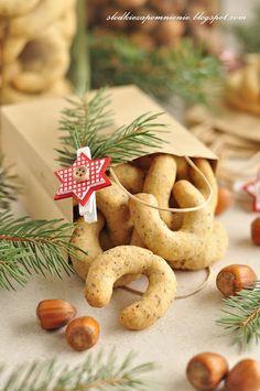 SLODKIE ZAPOMNIENIE.BLOGSPOT.COM: KRUCHE ROGALIKI ORZECHOWE Cannoli, Cookie Exchange, Truffles, Christmas Cookies, Food And Drink, Xmas, Sweets, Homemade, Baking