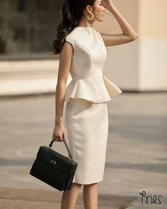 Para valores, pedidos e orçamentos contat Elegant Outfit, Classy Dress, Classy Outfits, Pretty Dresses, Dresses For Work, Formal Dresses, Dress Outfits, Fashion Dresses, Africa Dress