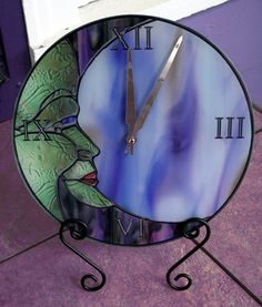 Man in the moon clock Stained Glass Projects, Stained Glass Patterns, Stained Glass Art, Mosaic Glass, Fused Glass, Moon Clock, Nightlights, Glass Design, Stars And Moon