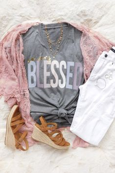 T-shirt Outfits. t-Shirt Flatlay. v-neck T-shirt outfit. Graphic Tee Outfits, Cool Graphic Tees, Christian Clothing, Christian Shirts, Cute Summer Outfits, Cool Outfits, Spring Outfits, Shirt Print Design, Shirt Designs