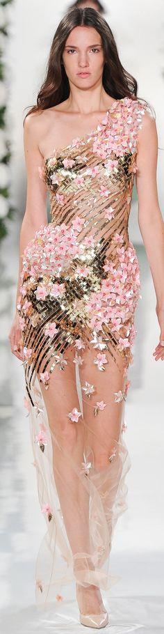 Valentin Yudashkin Collection Spring 2015      jaglady #moda #masaörtüsü #gelin #payet #düğün #gelinsaçı #payetlimasaörtüsü #kırlent #mutfaktakımı #evdekorasyon #ev #evdizayn #gelinlik #abiye