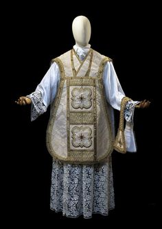Medieval and Baroque Inspired Vestments from Atelier LAVS ~ Liturgical Arts Journal Medieval Fashion, Medieval Art, Gothic, Catholic Priest, High Priest, Gold Silk, Bubblegum Pink, Christian Art, Baroque