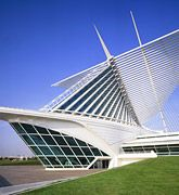 The graceful Quadracci Pavilion is a sculptural, postmodern addition to the Milwaukee Art Museum completed in 2001, designed by Spanish architect Santiago Calatrava.
