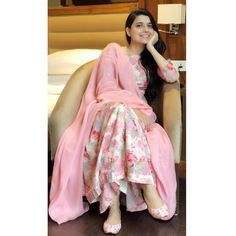 Everybody wants to look beautiful and charming.Here in this article, we will tell you party wear dresses for girls. Pakistani Dress Design, Pakistani Dresses, Indian Dresses, Indian Outfits, Western Outfits, Stylish Dresses, Simple Dresses, Fashion Dresses, Trendy Outfits
