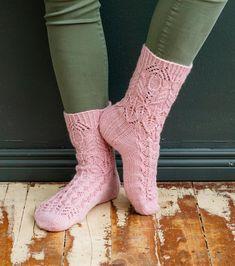 Merja Ojanperän Haave vain -pitsineulesukat | Meillä kotona Lace Knitting, Knitting Socks, Knitting Patterns Free, Free Pattern, Crochet Socks, Knit Crochet, Cool Socks, Awesome Socks, Handicraft