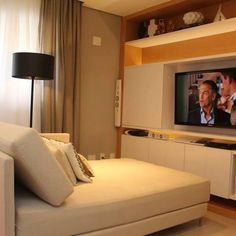 Um terceiro quarto que foi transformado em sala de TV! Amei ❤️ #decor #decoração #decorando #decoration #desing #inspiracao #inspiration #apartamentopequeno #apartment #apartamento #interiordesing #details #detalhes #home #homedecor #homedecoration  #sala #saladetv #saladeestar