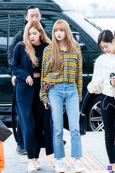 See all BLACKPINK Jisoo, Jennie, Rosé and Lisa airport photos and videos at Incheon International Airport on October 2018 heading to Japan Kpop Fashion Outfits, Blackpink Fashion, Korean Outfits, Korean Fashion, Casual Outfits, Jenny Kim, Look Rose, Tumbrl Girls, Kim Jisoo