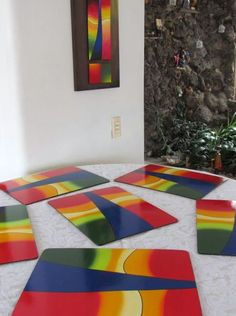 Individuales colores - Acrílico sobre madera, protegidos con poliuretano Painted Table Tops, Tea Box, Fused Glass, Wood Art, Table Runners, Mosaic, Projects To Try, Wall Decor, Diy Crafts