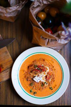 Färsk vegansk tomatsoppa med burrata, citronolja och timjan – Tuvessonskan | Grönt och göttigt vardagskäk Soup Recipes, Vegetarian Recipes, Healthy Recipes, Healthy Food, Recipies, A Food, Food And Drink, Vegan Baking, Mozzarella