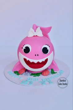 Chocolate Pinata, Pinata Cake, Chocolate Hearts, Baby Shark, Piggy Bank, Hello Kitty, Cakes, Unique, Bombshells