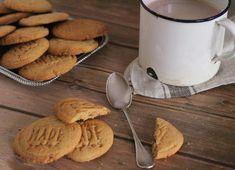Extra vajas, de mégis roppanós. Nyaralás alatt, két búvárkodás között olyan jó elnyammogni egyet-egyet.  Keksz imádó vagyok, a legjobban azokat a kekszeket szeretem, akik kívül roppannak, de belül krémesek, lágyak. A mogyoróvajas keksz pedig pont ilyen a sok zsiradéknak köszönhetően.A héten… Muffin, Cookies, Cake, Desserts, Bridge, Crack Crackers, Tailgate Desserts, Deserts, Food Cakes