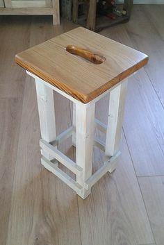 Petit tabouret (hauteur 45 cms), dessus en bois de récup...