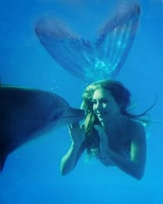 Under the Sea With Real Life Mermaid Hannah Fraser - She has swum with dolphins, whales, sea lions and other sea creatures in the open ocean. Real Life Mermaids, Mermaids And Mermen, Fantasy Mermaids, Mermaids Exist, Mythical Creatures, Sea Creatures, Fantasy Magic, Mermaid Photos, Mermaid Tale
