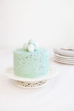 Food photographer and stylist Claudia Goedke shares how to create a speckled egg cake.