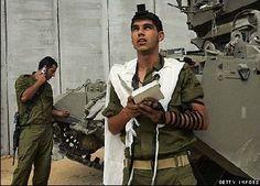 IDF soldier praying