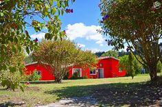 Viejas postales. #red #houses #liveauthentic #LifeisBeautiful #trees #NatureisBeautiful #lifeofadventure #adventures #Traveling #wanderlusting #medellin #Colombia #cor #photography #wonderful (en Parque Arví)