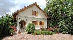 Balaton északi partján, Hévíz-Keszthely közelében kifogástalan minőségben megépített családi ház eladó! Kandalló, téli kert, nagyon szép kerti tó, jó minőségű fabútorok tartoznak az ingatlanhoz., Cottage Homes, Traditional House, My Dream Home, Countryside, Beautiful Homes, Gazebo, House Plans, Farmhouse, Backyard