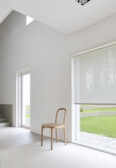 Vista blind fabric allows a delicate and soft light to pass through. Materials: paper yarn and cotton. Fabric Blinds, Curtains With Blinds, Kensington House, House Blinds, Bamboo Blinds, Interior Decorating, Interior Design, Roller Blinds, Interior Inspiration