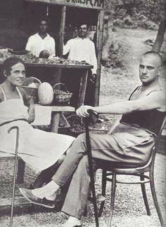 "fantomas-en-cavale: "" Lili Brik et Vladimir Maïakovski, Yalta, été 1926 "" Lili Brik, Aragon, Vladimir Mayakovsky, Famous Legends, Russian Avant Garde, Famous Poets, Russian Literature, Russian Culture, Muse Art"