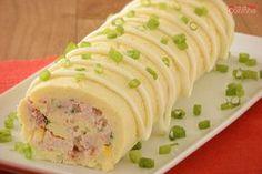 Confira esta receita de rocambole de batata recheado, que além de ficar incrível, é uma opção que vai agradar a toda sua família! Experimente!