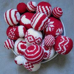 Knitting Pattern For Christmas Baubles : 1000+ images about Knitted christmas baubles! on Pinterest Christmas balls,...
