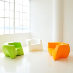 Superbe Gehry Easy Chair   Designed By Frank Gehry And Made Of Roto Molded Plastic
