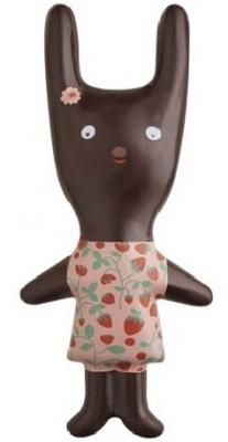 Pâques 2015 by Mazet x Mini Labo. La figurine en chocolat Lapin d'Avril est déclinée en trois chocolats : noir, lait et blanc et existe en deux modèles : garçon ou fille.