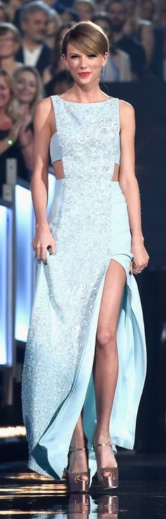 Taylor Swift in Reem Acra at the ACM Awards Whoa, that slit and those heels!