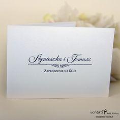 Białe zaproszenie ślubne z cyrkonią.