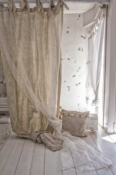 32 new Ideas for bedroom attic white window French Curtains, Shabby Chic Curtains, Linen Curtains, Home Bedroom, Bedroom Decor, Style Deco, Window Coverings, Apartment Living, Country Decor