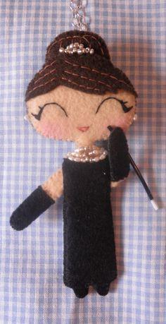 muñeca con cigarrillo