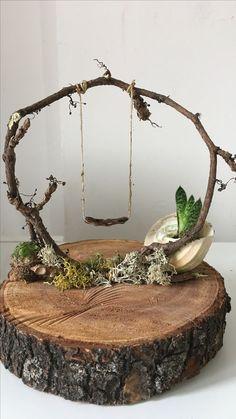 Ivy on wood. ivy on wood. decoration - Ivy on wood. disc decoration Ivy on wood. decoration Check more at garden. Deco Nature, Fairy Furniture, Twig Furniture, Miniature Furniture, Furniture Plans, Fairy Garden Houses, Diy Fairy House, Fairy Gardening, Fairies For Fairy Garden