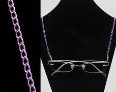 Cordicella per gli occhiali a catena in colore viola. Personalizza il tuo stile in maniera unica con gli accessori disponibili sul nostro sito internet: http://www.visio-rx.it