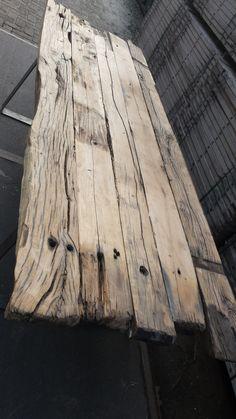 tafel op maat gemaakt door Woodindustries van oud eikenhouten balken,