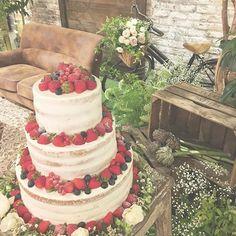 *next advnture* 定番になってきたケーキフォト... ナチュラルウェディングには 不動の人気、ネイキッドケーキ♡ 2段と3段でもだいぶ雰囲気が変わりますね^ ^ うしろの自転車がかわいい♡ #TRUNKBYSHOTOGALLERY #weddingphoto #weddingcake #nakedcake #結婚式準備 #ウェディング準備 #ウェディングレポ #ウェディングケーキ #ネイキッドケーキ #ナチュラルウェディング #ガーデンウェディング #自転車 #お花屋さん #花かご #木箱 #男前インテリア #多肉植物 #芝生 #高砂ソファ #メインテーブル #ケーキ入刀 #プレ花嫁 #卒花 #イチゴケーキ #ウェディングフォト #ウェディングドレス #入籍 #プロポーズ #前撮り #かすみ草