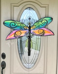 28 super ideas how to make wooden door hangers paint Dragonfly Yard Art, Fan Blade Dragonfly, Dragonfly Drawing, Dragonfly Jewelry, Wooden Door Hangers, Wooden Doors, Fan Blade Art, Spindle Crafts, Patio Door Coverings