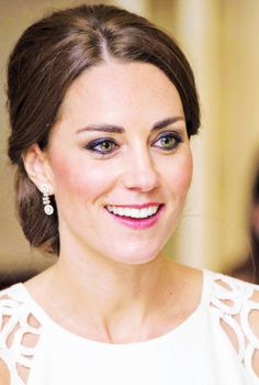 Duchess Catherine / Kate Middleton. Gorgeous green eyes.