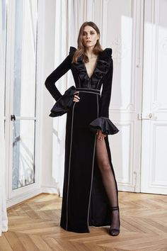 Zuhair Murad Fall 2020 Ready-to-Wear Fashion Show - Vogue Zuhair Murad Bridal, Zuhair Murad Dresses, Fashion 2020, Fashion News, High Fashion, Fashion Show Collection, Couture Collection, International Fashion Designers, Long Sleeve Gown