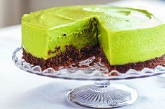 Simple ingredients my kind of cheesecake! avocado lime cheesecake with pecan biscuit base - hemsley + hemsley Avocado Cheesecake, Lime Cheesecake, Vegan Cheesecake, Cheesecake Recipes, Avocado Dessert, Dairy Free Recipes, Raw Food Recipes, Sweet Recipes, Gluten Free