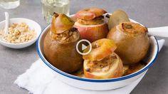 Saveur, Pretzel Bites, Good Food, Fun Food, Pear, Muffin, Breakfast, Apples, Vegetable Stock Cubes