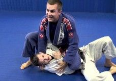 In this video, world famous jiu jitsu instructor Vinicius Magalhaes, better known as Draculino shows the Samurai Choke. Draculino started the first Gracie Barra Academy outside of Rio De Janeiro in 1996. There are some key set up details and once complete...