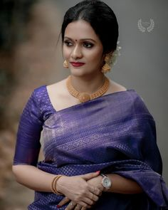 Check out this list of Bhargavi Kunam's creations for your perfect wedding silk sarees! It provides elegant, modern, fusion, sophisticated and classy silk sarees. Saree Blouse Patterns, Saree Blouse Designs, Blouse For Silk Saree, Blue Silk Saree, Sari Dress, Salwar Designs, Indian Blouse, Tussar Silk Saree, Kanchipuram Saree