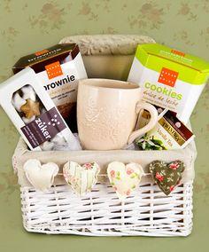 Una canasta con los ingredientes de un regalo perfecto, con un toque de delicadeza, uno de cariño y todos tus mejores deseos. Sin duda se trata de una sorpresa muy especial.