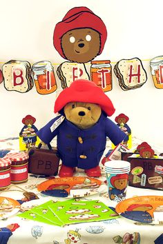 cute fun way for you to decorate your family movie night- Theme your next family movie night with this tip from Southern Outdoor Cinema Bear Birthday, Little Girl Birthday, 1st Birthday Parties, 2nd Birthday, Birthday Ideas, Paddington Bear Party, Teddy Bear Party, British Party, Bear Theme