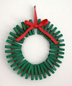 Awesome Holiday Craft Idea: Clothes pin Wreath this is such a good idea for all the Christmas cards we get! Christmas Crafts For Adults, Holiday Crafts, Holiday Fun, Festive, Holiday Photos, Christmas Clothes, Christmas Jewelry, Family Holiday, Holiday Ideas