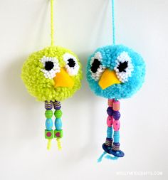How to make - Pom Pom Bird Craft MollyMoo – crafts for kids and their parents How to make - Pom Pom Bird Craft Craft Projects For Kids, Easter Crafts For Kids, Crafts For Teens, Bird Crafts, Fun Crafts, Arts And Crafts, Pom Pom Animals, Pom Pom Crafts, Diy Ostern